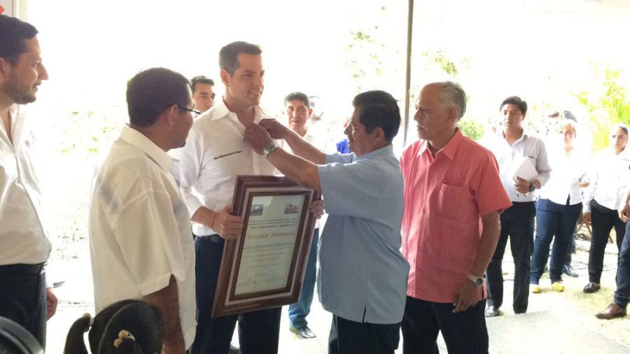 Reconoce gobernador de Oaxaca a voceadores en su día
