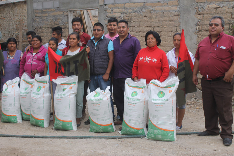 Beneficia el MULT con fertilizante a productores de la Mixteca