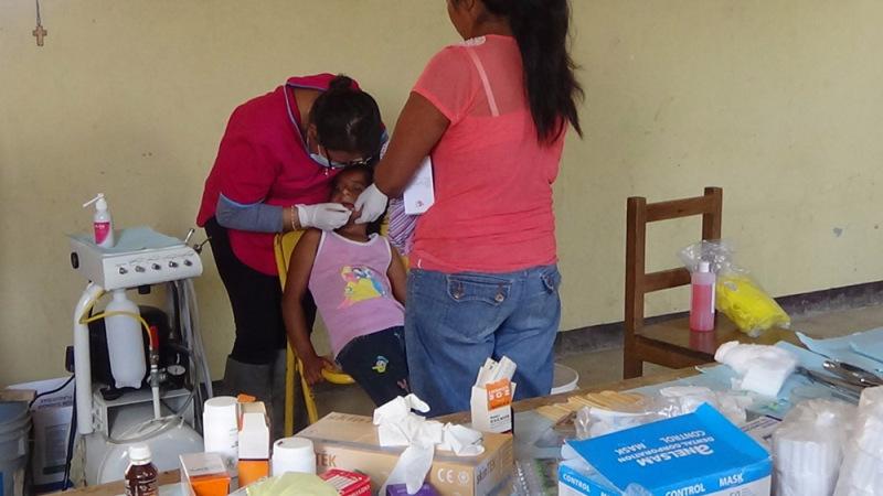 Otorgan atención médica gratuita a comunidades marginadas de la Mixteca