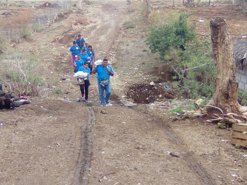 Vecinos se unen para apoyar a grupos vulnerables