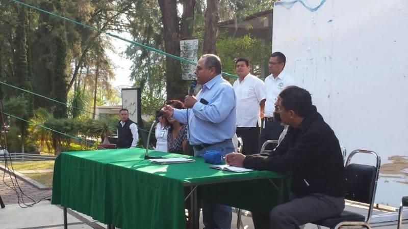Piden que continúeRaúl López como director del Conalep 145