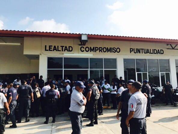 Inician paro de labores polic as municipales de juchit n for Marca municipales