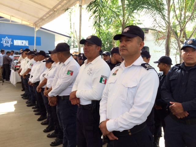 Entregan uniformes a polic as municipales de xoxo diario for Marca municipales