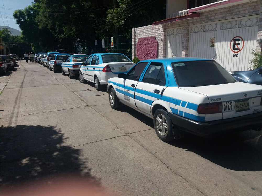 Bloquea fnic palacio municipal y oficinas de transito del estado para exigir respuesta a sus - Oficina municipal del taxi ...
