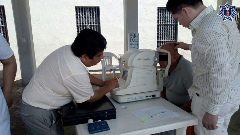 Acerca SSPO brigada médica oftalmológica al Centro de Reinserción Social de Tuxtepec