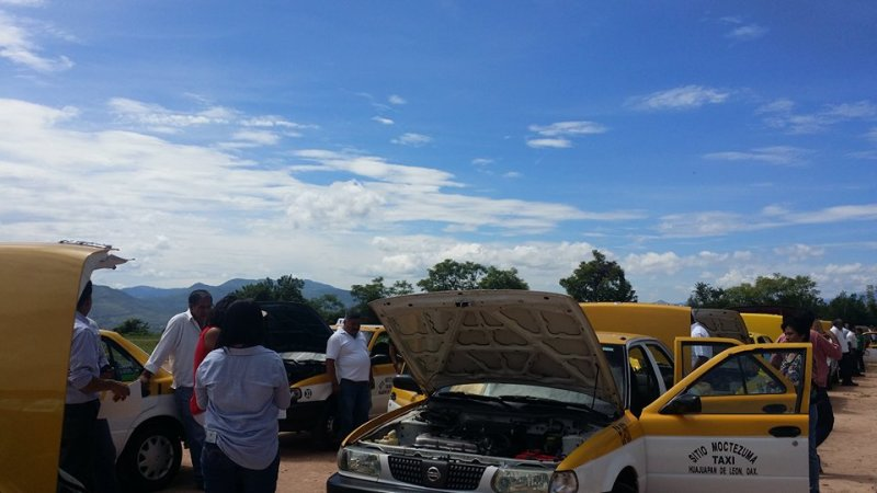 Inicia revisión físico – mecánica de taxis en Huajuapan