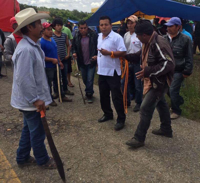 Amarran a funcionario de gobierno en Oaxaca por no solucionar conflicto