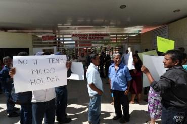 Protestaron habitantes de Zapotitlán para denunciar falta de obras por parte de administrador