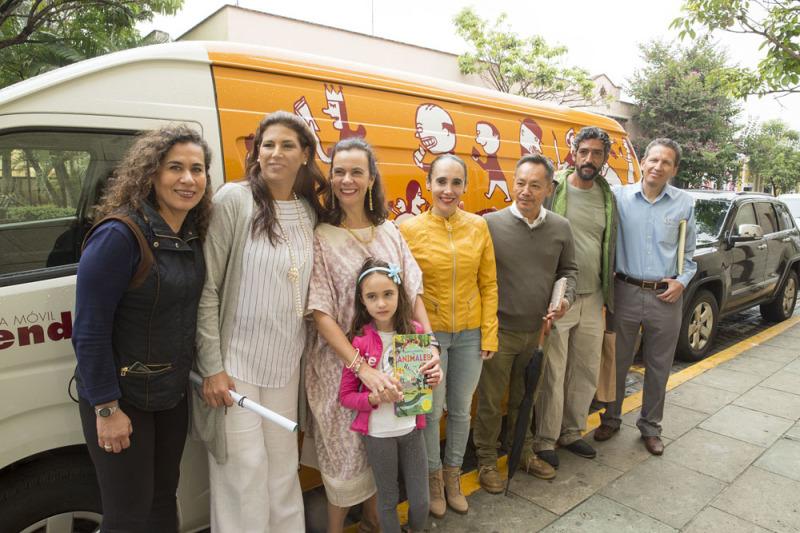 Entrega la FAHHO nueva Biblioteca Móvil para la Costa de Oaxaca