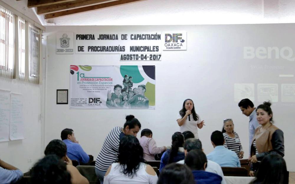 Capacita dif estatal a titulares de las procuradur as for Marca municipales