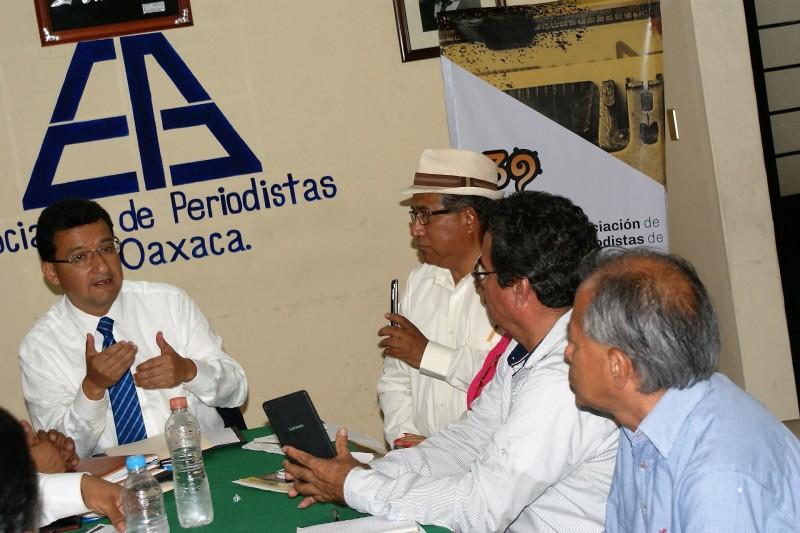 Exige la apo actuar contra autoridades municipales for Marca municipales