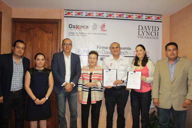 Para atender necesidades psicosociales de estudiantes,firman convenio Cobao y la Fundación David Lynch