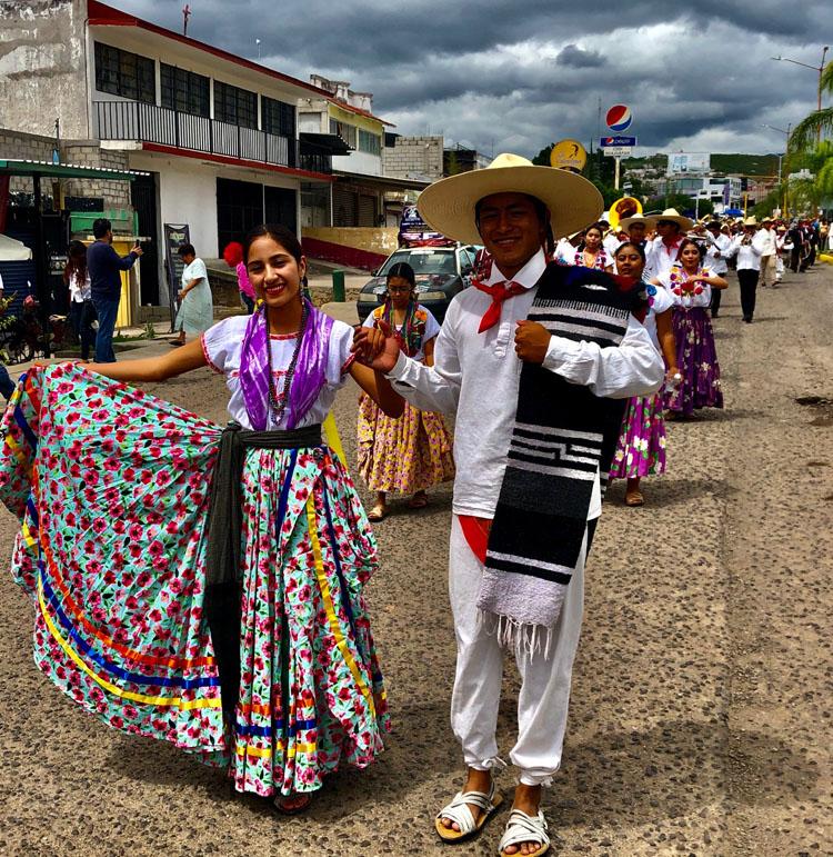 Calenda previa al Festival del Mole de Caderas en Huajuapan de León, Oaxaca