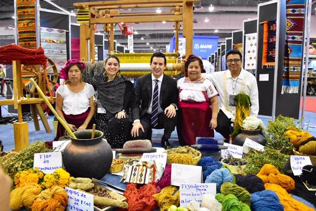 Exponen tapetes de Teotitlán del Valle en la Expo Cihac 2019