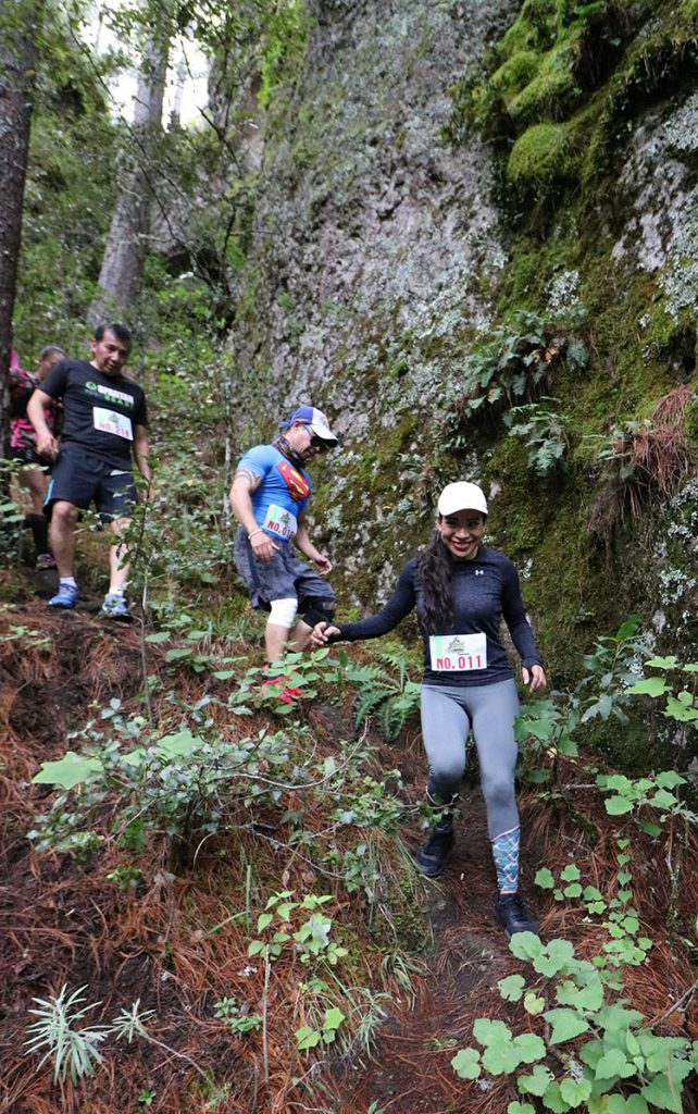 """Los bosques de Cuajimoloyas recibieron a los más de 150 corredores del  Primer Ultra Trail """"Deportes Hugo Ixcotel"""""""