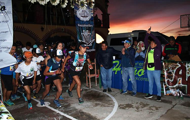 """Salida del Primer Ultra Trail """"Deportes Hugo Ixcotel"""" en Cuajimoloyas"""