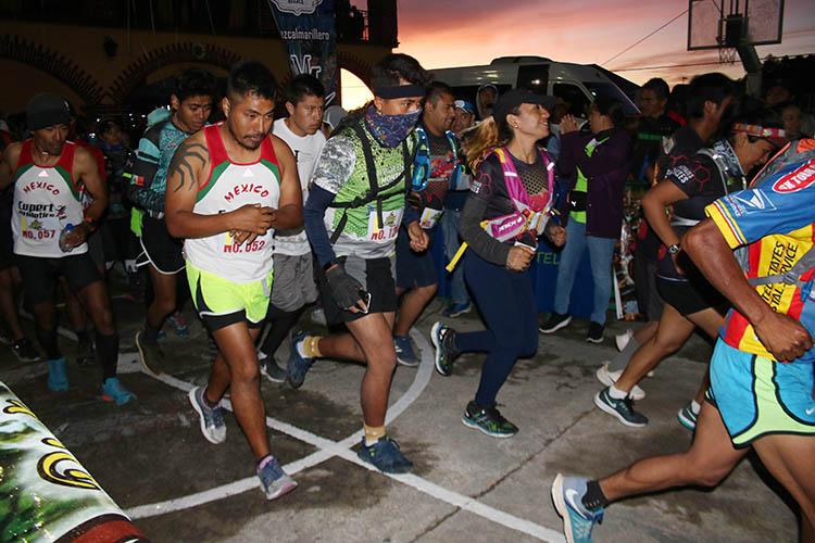 """Corredorws salen a competir en el Primer Ultra Trail """"Deportes Hugo Ixcotel"""" de Cuajimoloyas"""