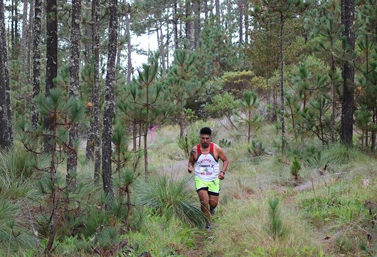"""Bosques de Cuajimoloyas reciben al atletas en el Primer Ultra Trail """"Deportes Hugo Ixcotel"""""""