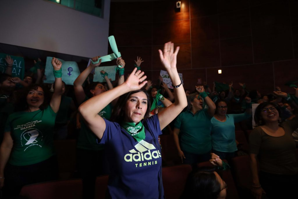 Mujeres celebran la decisión de despenalizar del aborto en el Congreso de Oaxaca 25/septiembre/2019