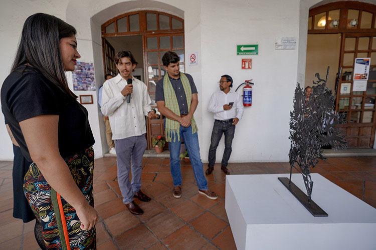 """Se exhibe la obra """"Símbolos Mágicos"""" en el Palacio Municipal de Oaxaca"""