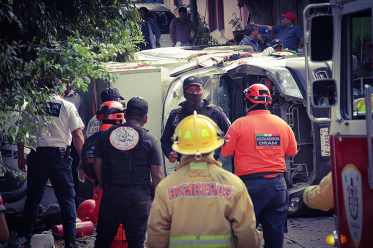 Coorporaciones policiales, bomberos y de Protección Civil acudieron a la zona de la explosión