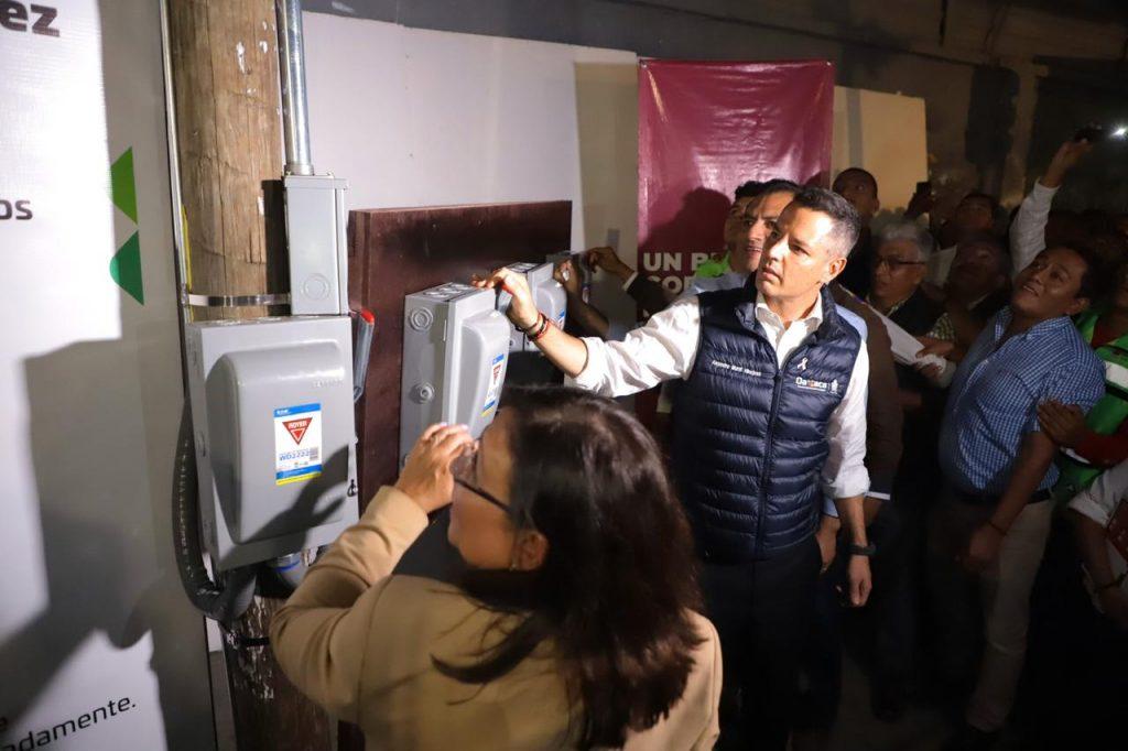 Rocío Nahle, Alejandro Murat y Oswaldo García encendieron las primeras luminarias nuevas de la Verde Antequera