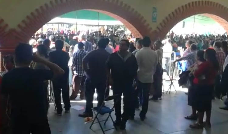 Denuncian violencia política contra candidata a alcaldesa de San Agustín de las Juntas