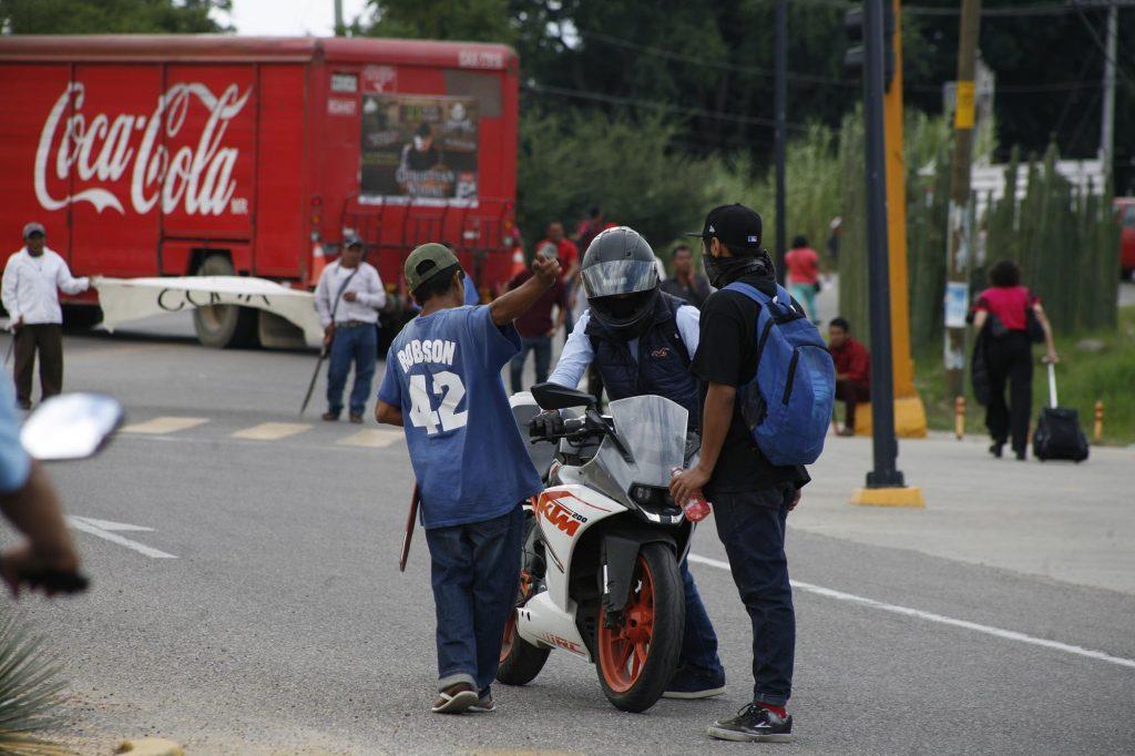 Bloqueó Codedi el Aeropuerto Internacional de Oaxaca