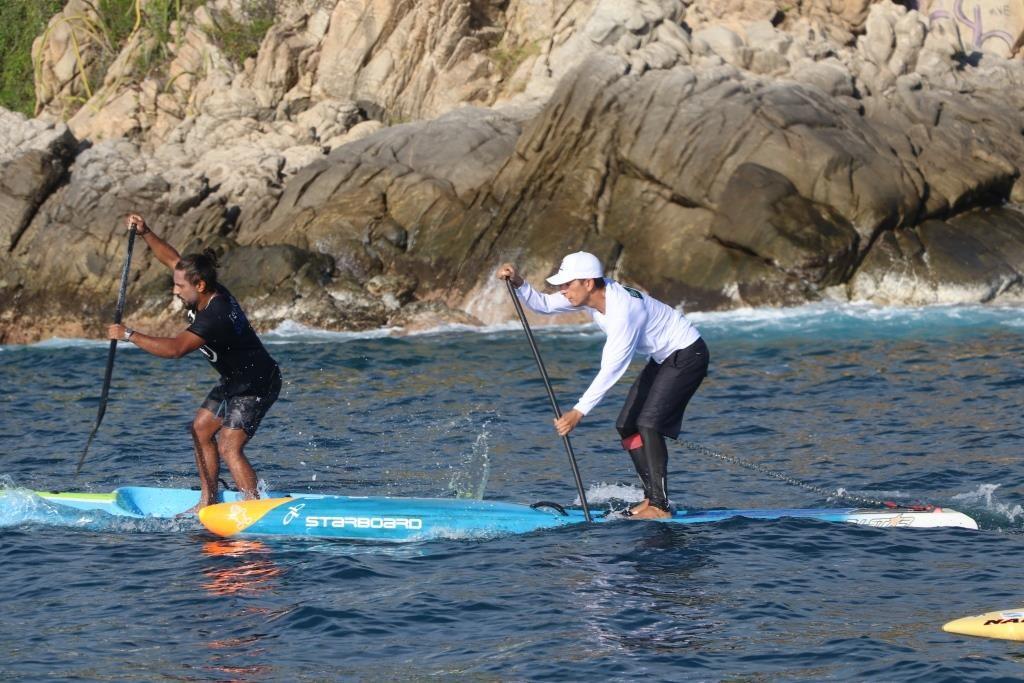 Competencia de stand up paddle en Puerto Angelito de los Juegos Nacionales de Surf