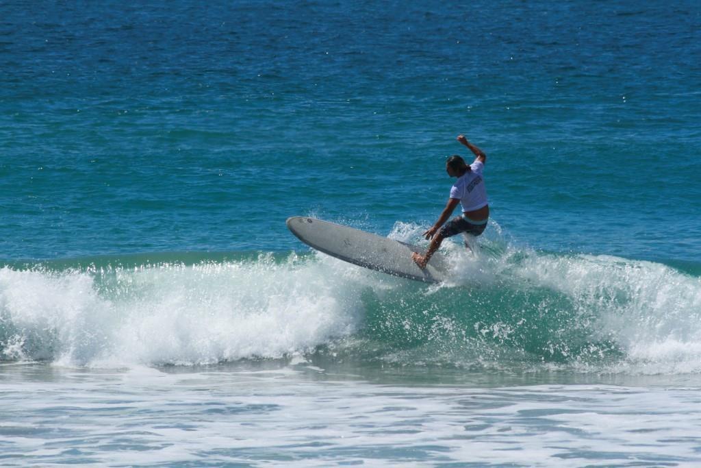 Competencia de tabla larga en el Festival Internacional de Surf Oaxaca 2019