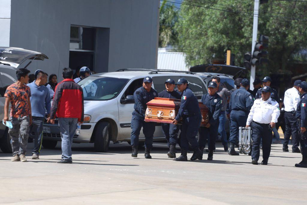 Honraron a policías fallecidos en San Vicente Coatlán