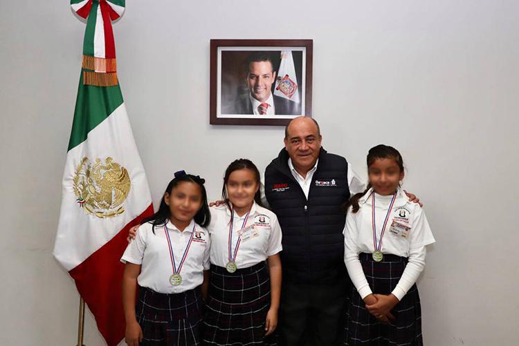 Reconoce IEEPO a ganadoras de concurso de ciencias y tecnología en Paraguay