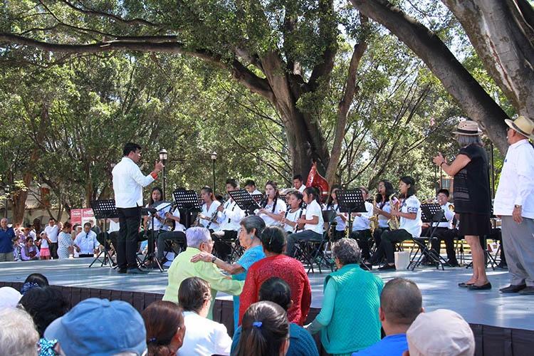 Talento musical de San Pablo hizo vibrar el zócalo de Oaxaca - Diario Marca de Oaxaca