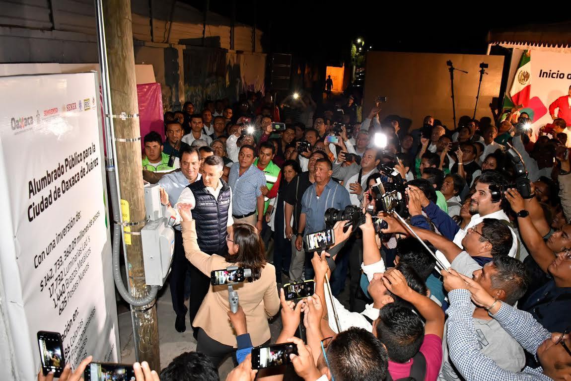 Iluminan la ciudad de Oaxaca