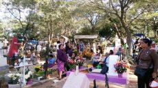 Familias de San Juanito no olvidan a sus 'Fieles difuntos'