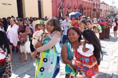 Viven oaxaqueños el fervor por la Virgen de Guadalupe