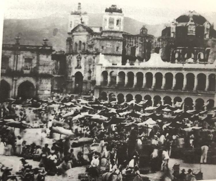 Desde 1897, la Noche de Rábanos esculpe su historia de magia, arte y tradición