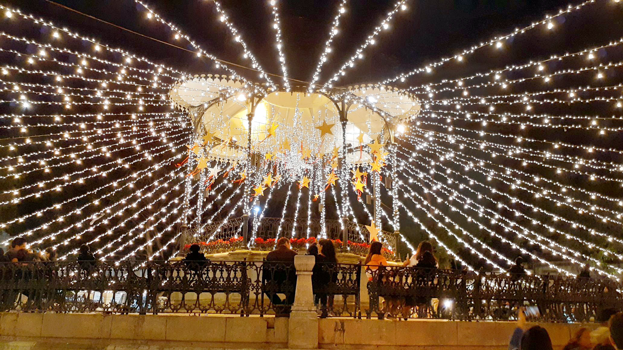 La capital de Oaxaca se viste de luz y color por fiestas decembrinas