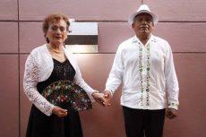 Danzoneros de Oaxaca se visten de gala