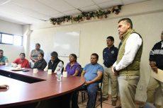 Entregan seguro de vida a familias de policías caídos en Coatlán