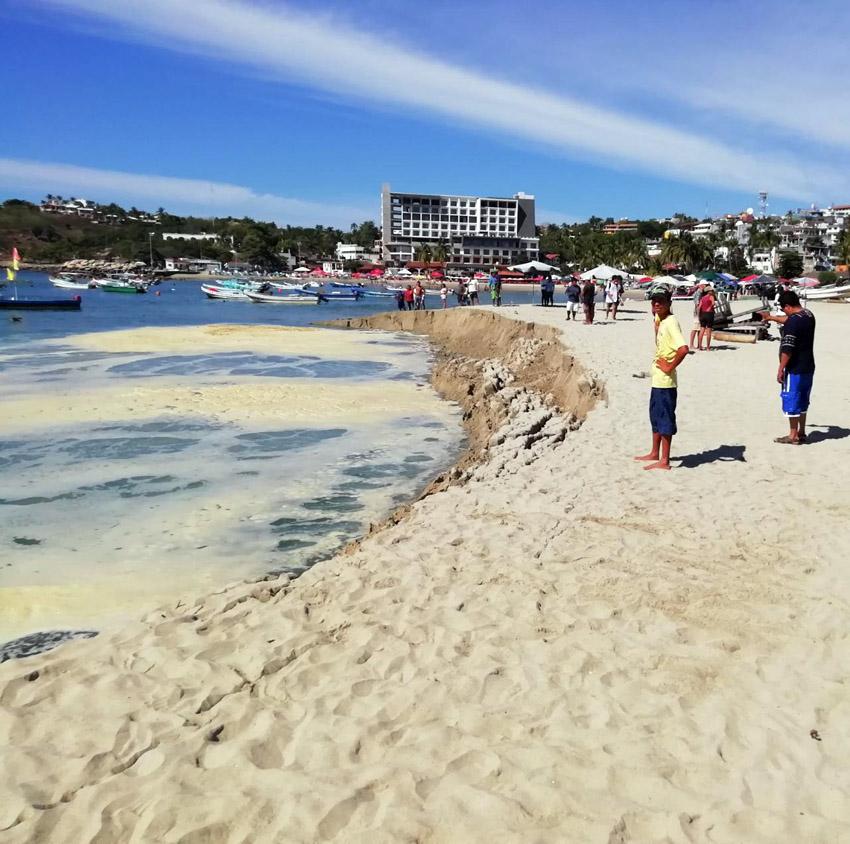 Se 'hunde' la playa en Puerto Escondido; pleamar no representa riesgo, dice CEPCO