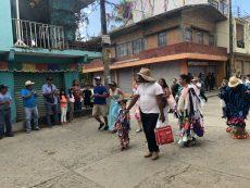 Celebran el 'carretillazo' y 'tamborazo' en Putla