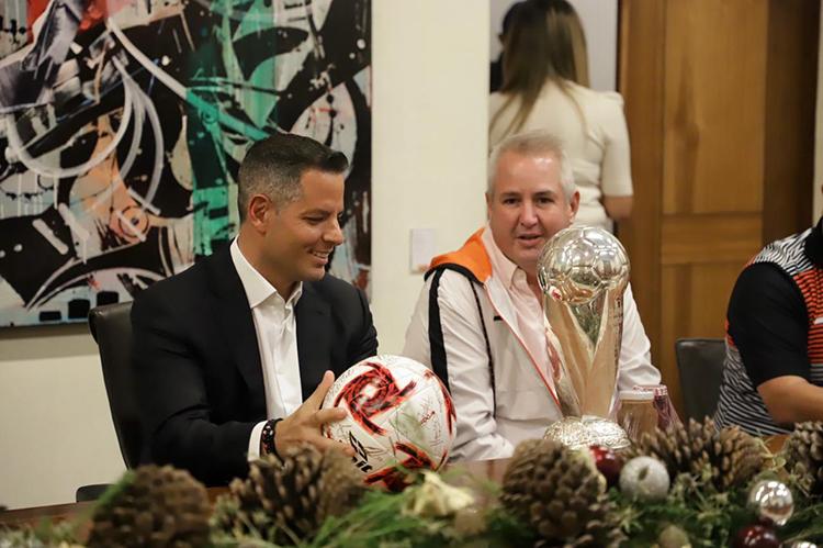 Reitera Murat respaldo a Alebrijes para su ascenso a la Liga MX