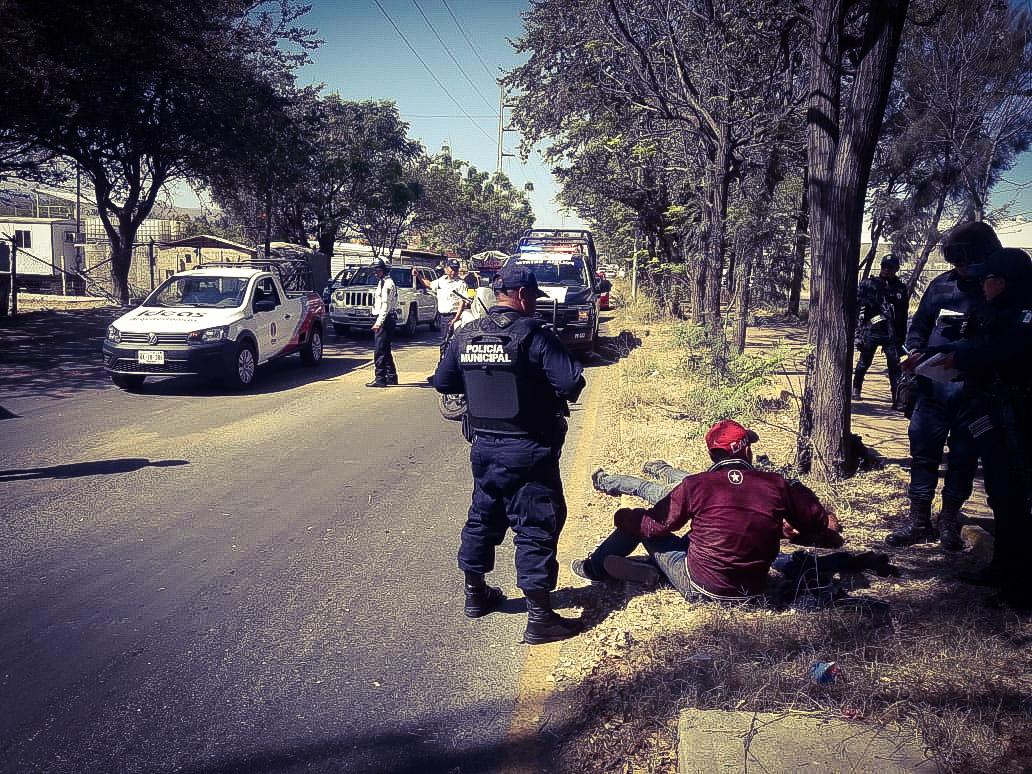 A balazos disputan obra en Oaxaca; hay 2 heridos y 5 detenidos