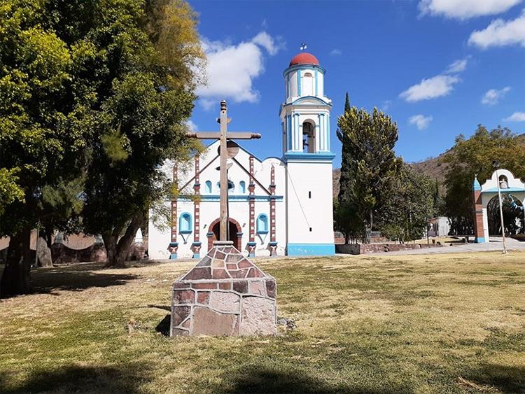 Piden rehabilitar iglesia del siglo XVIII en Santa María Camotlán