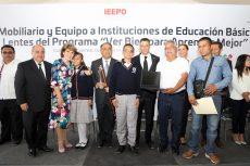 Entrega IEEPO mobiliario, equipo y lentes graduados en Cuilápam