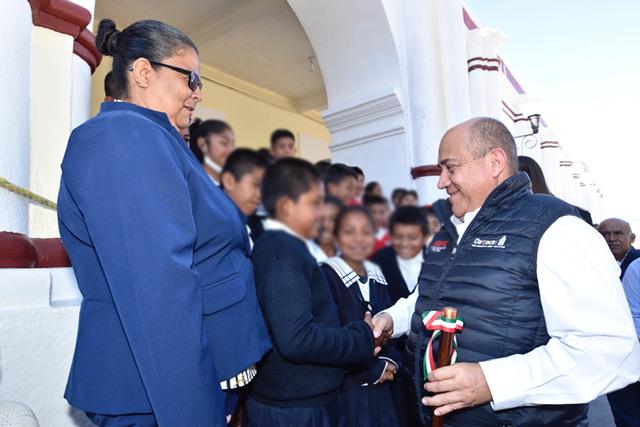 Entrega IEEPO mobiliario y equipo a 47 escuelas de Nochixtlán y Juxtlahuaca