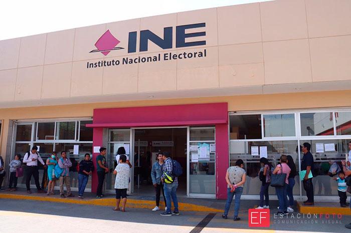 Con restricciones continúan servicios en el INE
