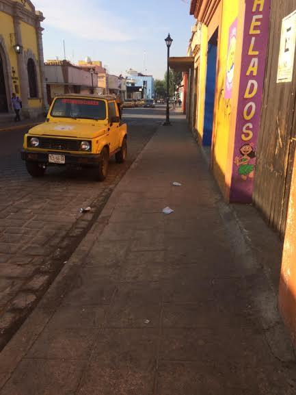 Tiran cubrebocas usados en las calles en plena contingencia