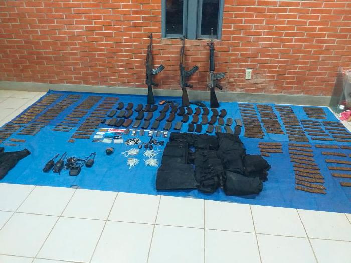 Asegura FGEO arsenal y droga en la Cuenca